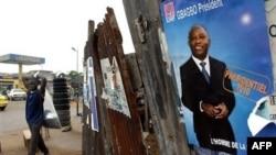 Áp phích tranh cử với hình Tổng thống Laurent Gbagbo tại Abidjan