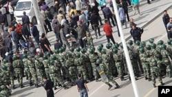 中国武警日前与内蒙古抗议民众对峙
