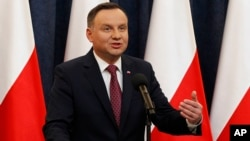 Presiden Polandia Andrzej Duda memberikan pernyataan dalam konferensi pers di Warsawa, Polandia (20/12).