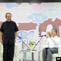 王光亚(左)出席香港青年交流会
