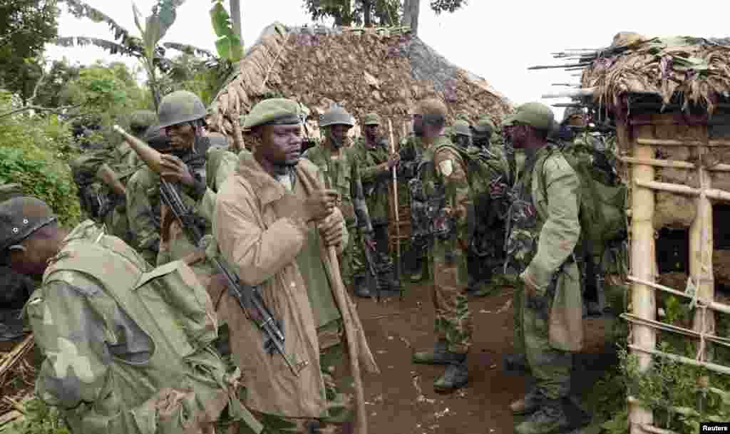 کانگو کی فوج توپ خانہ اور گولہ بارود اپنے قبضے میں لے رہی ہے۔