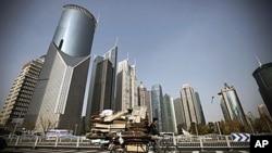 中国城市化发展迅速。图为上海高楼大厦成了这个城市的新标志。