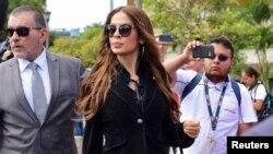 Jazmin Morales, ex Miss Costa Rica camina después de presentar una denuncia contra el ex presidente Oscar Arias, en San José, Costa Rica, el 13 de febrero.