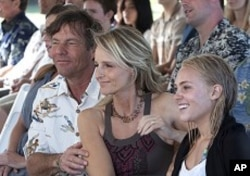 "Dennis Quaid, Helen Hunt and AnnaSophia Robb in ""Soul Surfer"""