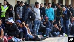 Pengungsi menunggu kereta dari Vienna menuju Munich, Jerman, Kamis, 10 September 2015.