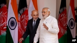 阿富汗总统加尼(左)星期二訪問印度和印度總理莫迪會面。
