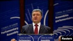 乌克兰总统波罗申科6月26日在法国斯特拉斯堡对欧洲理事会发表讲话。