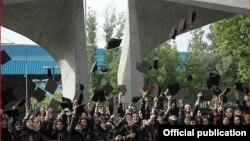 عکس یادگاری فارغالتحصیلان دانشگاه علوم پزشکی تهران - ۱۳۹۲