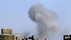 Dim nad Tripolijem posle jednog od napada NATO aviona