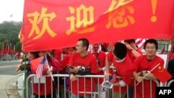 在美国维吉尼亚理工大学留学的中国学生为欢迎中国领导人习近平访美等候在习近平下榻的酒店前。(2015年9月25日资料照)