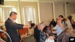 美国西岸洛杉矶哈仙达基督教会为该会洛杉矶办公室举行开幕祷告