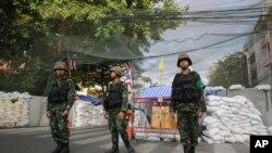 Binh sĩ Thái Lan tại khu vực nơi người biểu tình chống chính phủ tụ tập ở Bangkok, ngày 22/5/2014.