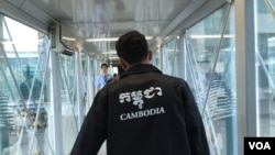FILE: A Cambodian worker arrives in Seoul, South Korea. (Poch Reasey/VOA Khmer)
