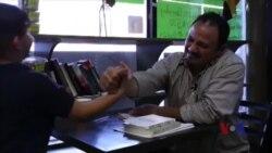 纽约一熟食店老板兼职电视评论员