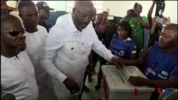 George Weah, candidat à la présidentielle, a voté au Liberia (vidéo)