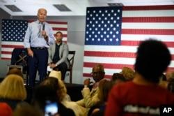 民主黨總統參選人和前副總統拜登2019年7月7日在賓夕法尼亞州查爾斯頓的一個市政廳回答問題