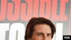 Tom Cruise pada sebuah konferensi pers di Dubai, mengumumkan pengambilan gambar filmnya, 'Mission: Impossible Ghost Control,' Oktober lalu.