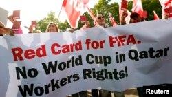 تظاهرات اتحادیه کارگران سوئیس در اعتراض به انتخاب قطر به عنوان میزبان مسابقات جام جهانی فوتبال سال ۲۰۲۲ - زوریخ، ۲۱ مهر ۱۳۹۲