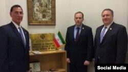 از راست:مایک پمپئو، لی زلدین و فرانک لو سه عضو مجلس نمایندگان آمریکا در دفتر حافظ منافع ایران در زمان درخواست اول شان برای سفر به ایران
