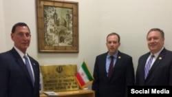 مایک پمپئو، لی زلدین و فرانک لو سه عضو مجلس نمایندگان آمریکا در دفتر حافظ منافع ایران
