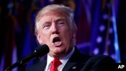 Prezidan-Eli Etazini an, Donald Trump kap pale ak patizan li yo apre resilta eleksyon 8 novanm yo. New York, 9 novanm 2016.