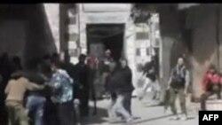 Sirijski pobunjenici pomažu ranjenim saborcima