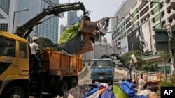 香港警方星期二清除主要道路 除去示威者路障