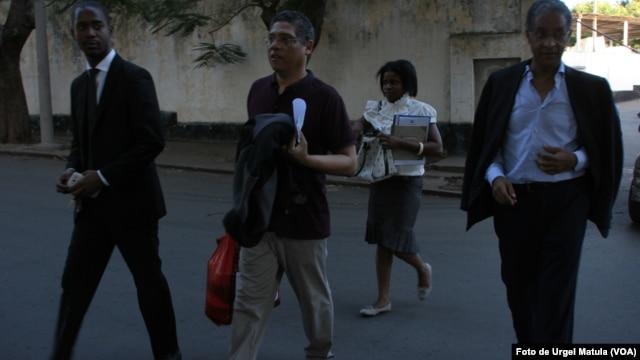 Ramaya (centro) advogado Abdul Gani (direita) Foto de Urgel Matula