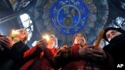 Православните христијани го слават Божиќ