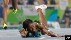 Shaunae Miller, kampione pas rrëzimit tek finishi