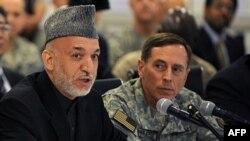 Əfqanıstan prezidenti ABŞ və NATO qüvvələrinin komandanı general Petreasla görüşüb