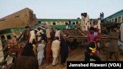 ٹرین حادثے کے بعد جائے حادثہ پر امدادی سرگرمیاں جاری ہیں۔
