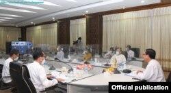 ျမန္မာ၊ ဘဂၤလားေဒ့ရွ္နဲ႔ တ႐ုတ္ႏိုင္ငံက အဆင့္ျမင့္တာ၀န္ရွိသူေတြ အြန္လိုင္းကေန သံုးပြင့္ဆိုင္ ေတြ႕ဆုံေဆြးေႏြးတဲ့ ျမင္ကြင္း။ (ဓာတ္ပံု - Ministry of Foreign Affairs Myanmar - ဇန္နဝါရီ ၁၉၊ ၂၀၂၁)