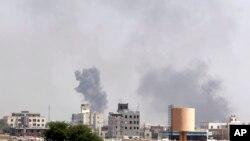Pesawat-pesawat tempur Uni Emirat Arab melancarkan serangan bom terhadap Houthi Syiah di Yaman.