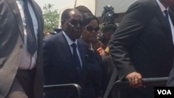 VaRobert Mugabe vari kuNational Heroes Acre.
