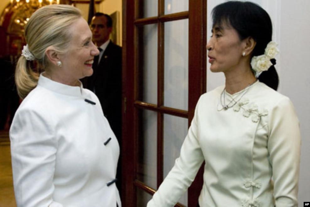 2011年12月1日,美国国务卿克林顿会见缅甸民主运动领导人昂山素季