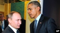 Russian President Vladimir Putin, left, and President Barack Obama shake hands at the COP21 U.N. Conference on Climate Change in Paris, Nov. 30, 2015.