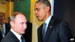 美国总统奥巴马和俄罗斯总统普京在气候峰会上握手(2015年11月30日)