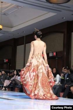 "Gaun bertema ""Wayang"" karya Meggie Hadiyanto dipamerkan di panggung Couture Fashion Week di New York (dok: Meggie Hadiyanto)"
