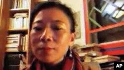 唯色通過Skype接受美國之音藏語組專訪的視頻截圖