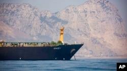 Kapal super-tanker Iran, Grace 1 tampak di perairan Gibraltar, sebuah teritori Inggris di dekat Spanyol.