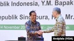 Presiden Joko Widodo dengan Perdana Menteri Singapura Lee Hsien Loong meresmikan Kawasan Industri Kendal Jawa Tengah, 14 November 2016 (Foto: VOA/Andylala)