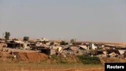 Perumahan penduduk di dekat bendungan kota Mosul di Irak (foto: dok).