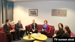 Susret predsednika Srbije i Kosova, Tomislava Nikolića i Atifete Jahjage u Briselu, uz posredovanje visoke predstavnice EU Ketrin Ešton (izvor: sajt EU)