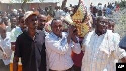2014年4月22日马里首都摩加迪沙: 送葬者为议员阿布迪亚兹·伊萨克·穆萨尔举行葬礼