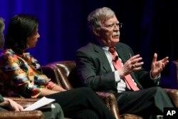 미국 백악관 국가안보보좌관을 지낸 수전 라이스(왼쪽)와 존 볼튼이 지난 2월 미국 밴더빌트대 토론회에 참석했다.