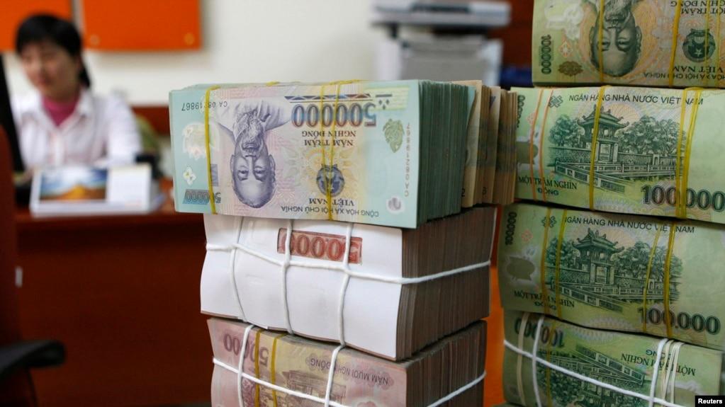 Một quầy giao dịch ở một ngân hàng tại Hà Nội.