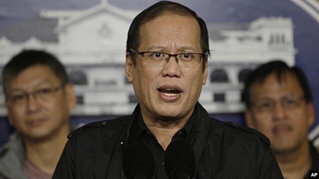 Đáp lại những lời tố cáo của Trung Quốc cho rằng Philippines khuấy động căng thẳng trong vụ đụng độ giữa đôi bên ở bãi cạn Scarborough hồi tháng tư, Tổng thống Aquino kêu gọi Bắc Kinh hãy cân bằng những tuyên bố của họ với những gì diễn ra trên thực tế.