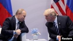 Predsjednici Vladimir Putin i Donald Trump na bilateralnom sastanku na samitu G20, 7. jula 2017.
