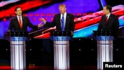 25일 미국 텍사스 주 휴스턴 시에서 공화당 대선 경선 후보들의 TV 토론회가 열렸다. 왼쪽부터 마르코 루비오, 도널드 트럼프, 테드 크루즈 후보.